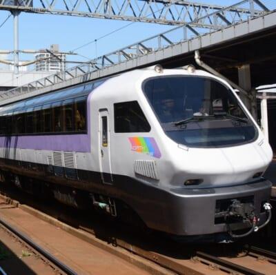 リゾート列車「フラノラベンダーエクスプレス」で富良野へ