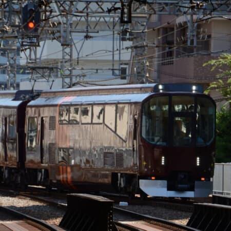 リニューアルされた近鉄の団体専用列車「楽」のゆったり旅