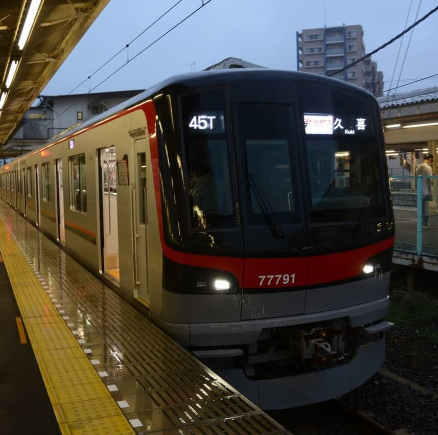 地下鉄日比谷線・東武線直通の座席指定列車「THライナー」に乗る