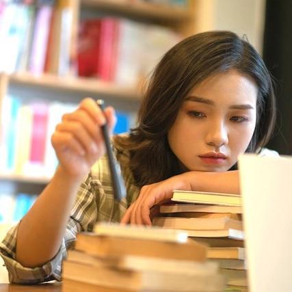 低スペック女子のための「実践可能」なサバイバル術を語る著者がもつ「真実の低い志」(藤森かよこ【馬鹿ブス貧乏】③)