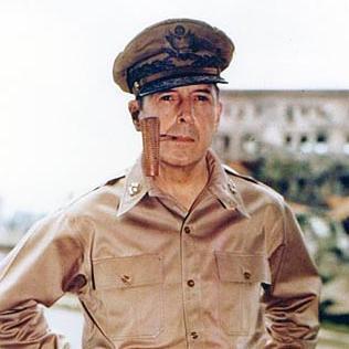 【75年前の今日、残念な日本へ】1946年2月3日、マッカーサー元帥がGHQ民政局に新憲法草案作成を指示