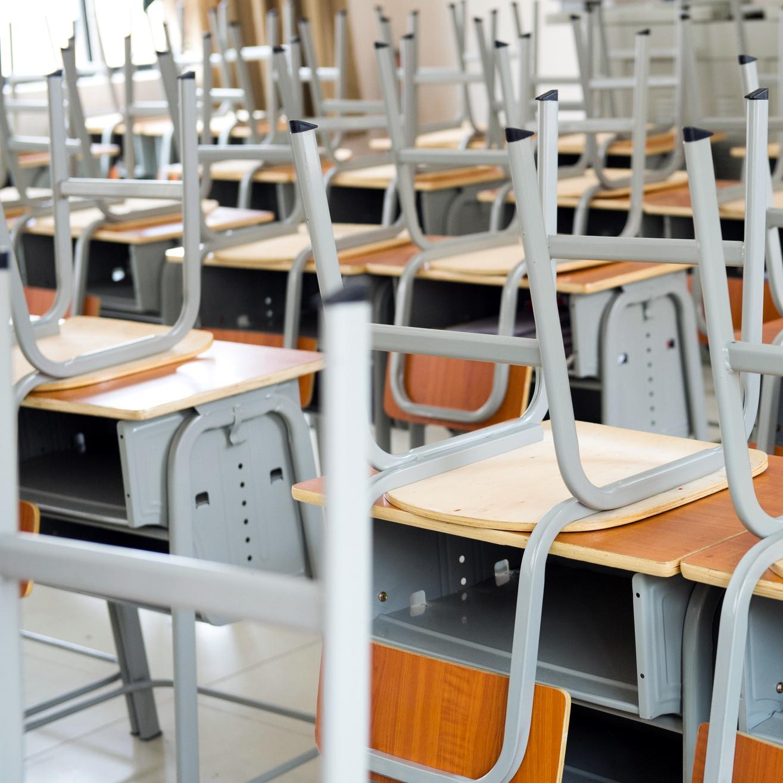 """""""自主的な残業""""を強いられる教員〜校舎の清掃は誰の役割なのか?〜"""