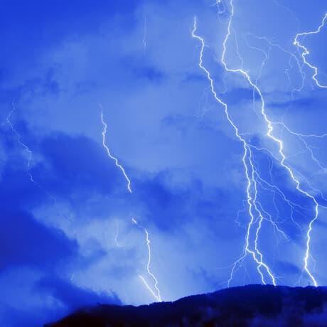 真夏の風物詩「雷」にまつわる珍名さん
