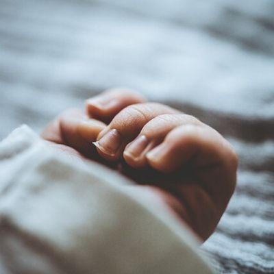 【難病・魚鱗癬】優しく「ゆっくりでいいよ」の声。息子を献身看病してくれる看護師さんへの感謝