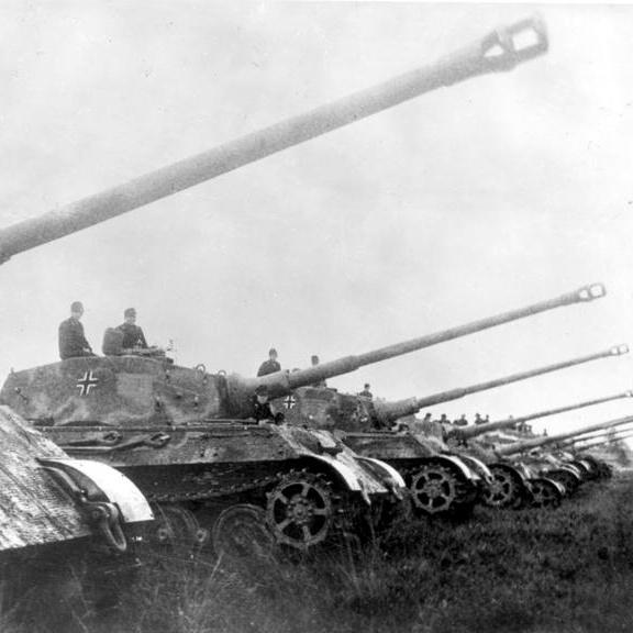 ドイツ乾坤一擲の鋭き切っ先、パイパー戦闘団突進せよ!