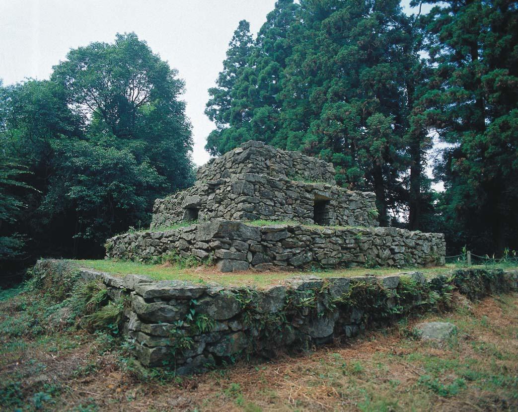 ピラミッド? 失われた文明? 謎の遺跡が岡山にあった