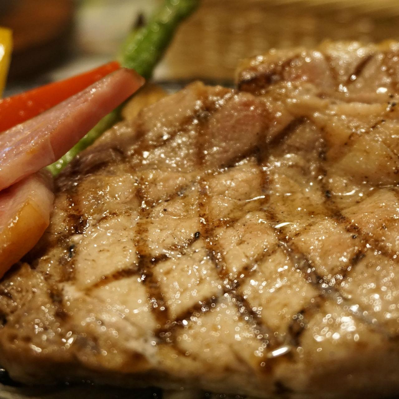 「野菜から食べる」と「肉から食べる」、やせるのはどっち?<br />