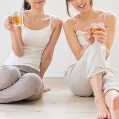 女子にモテる飲み会での行動。料理の取り分け、店員を呼ぶ、あとひとつは?