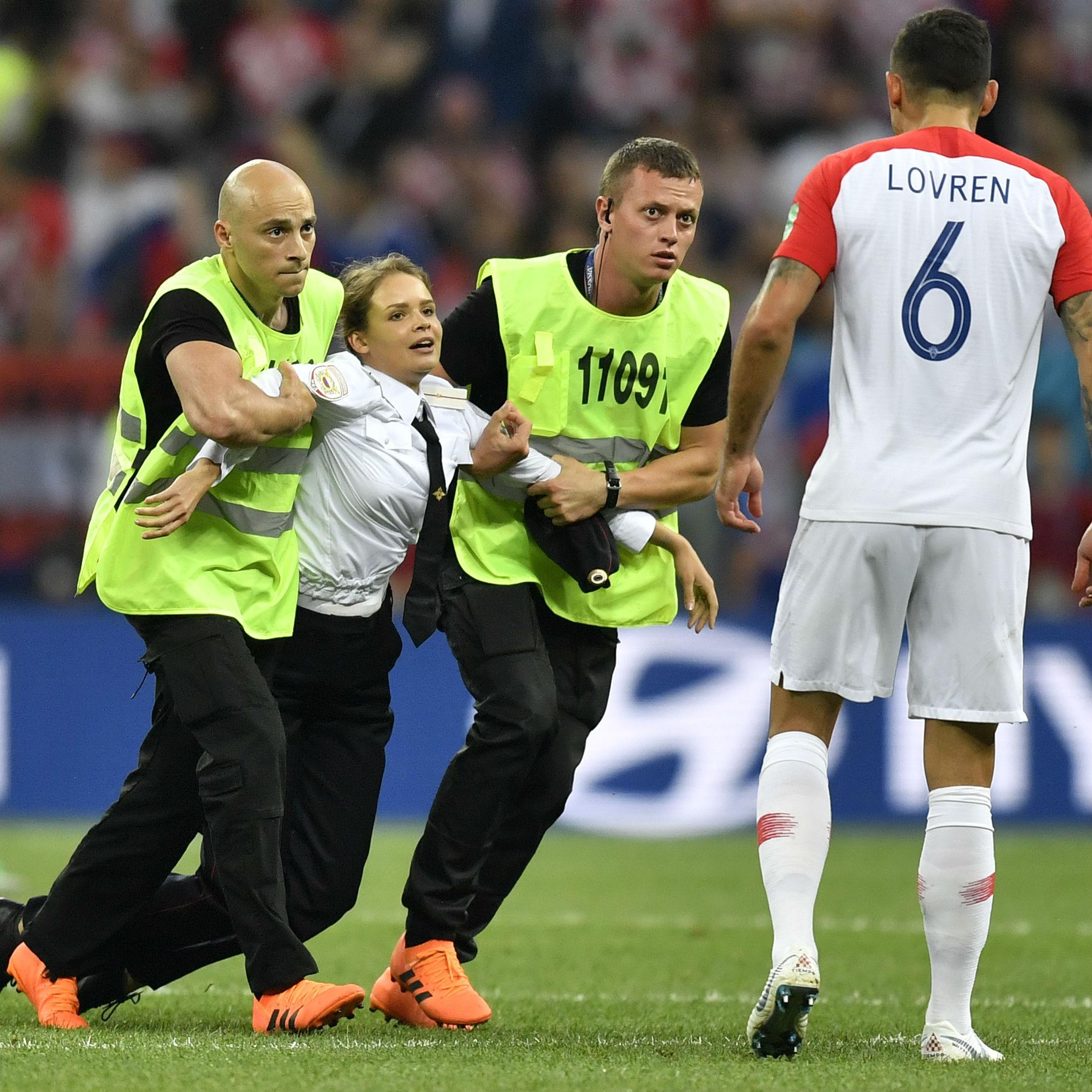 サッカーW杯で乱入騒動も。プーチン政権に声を上げる者の正体