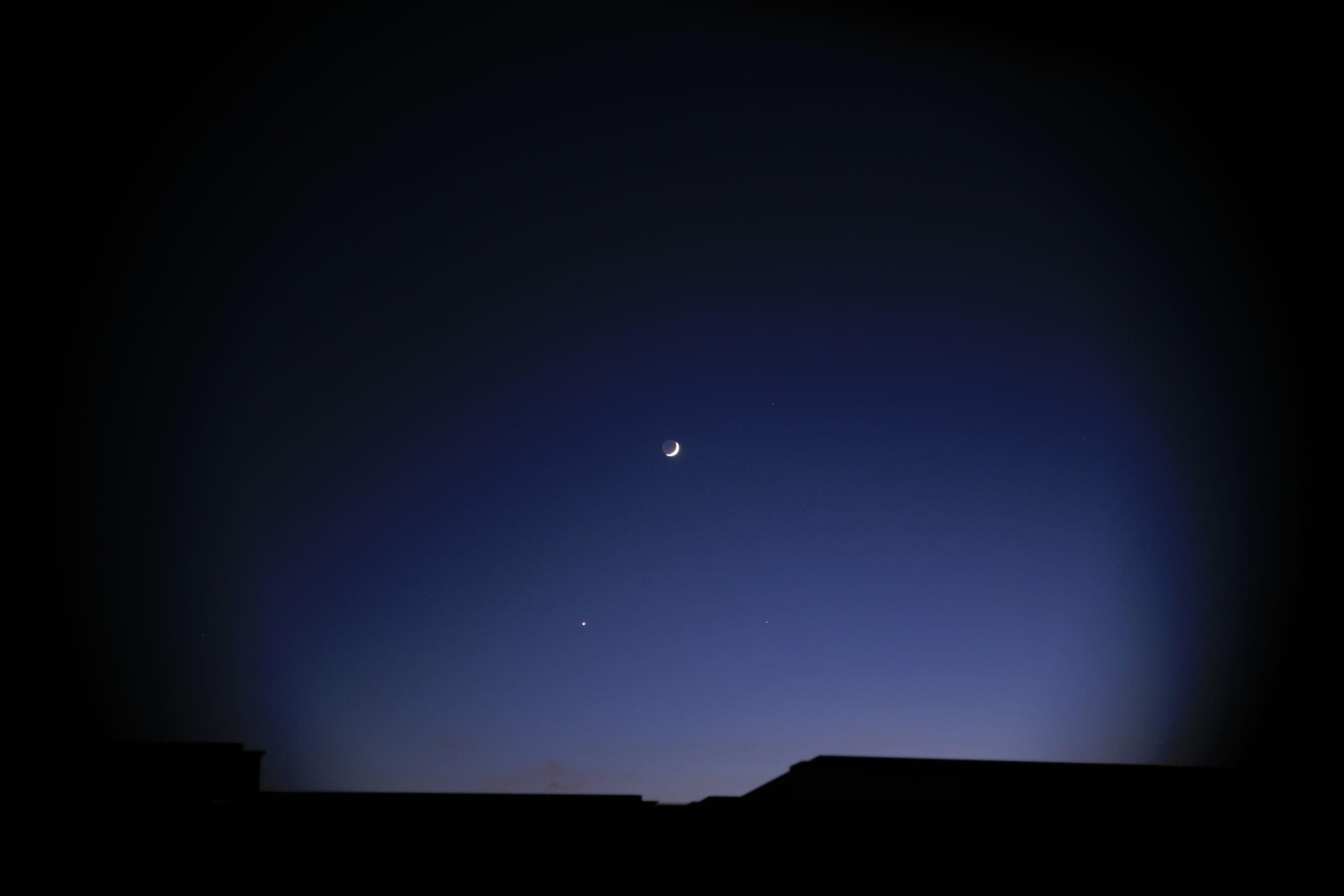 ローカリズムと月