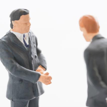 民間企業ではありえない、校長先生と一般教員の不思議な力関係