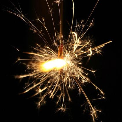牡丹、松葉…線香花火の輝きに名前があるって知ってた?