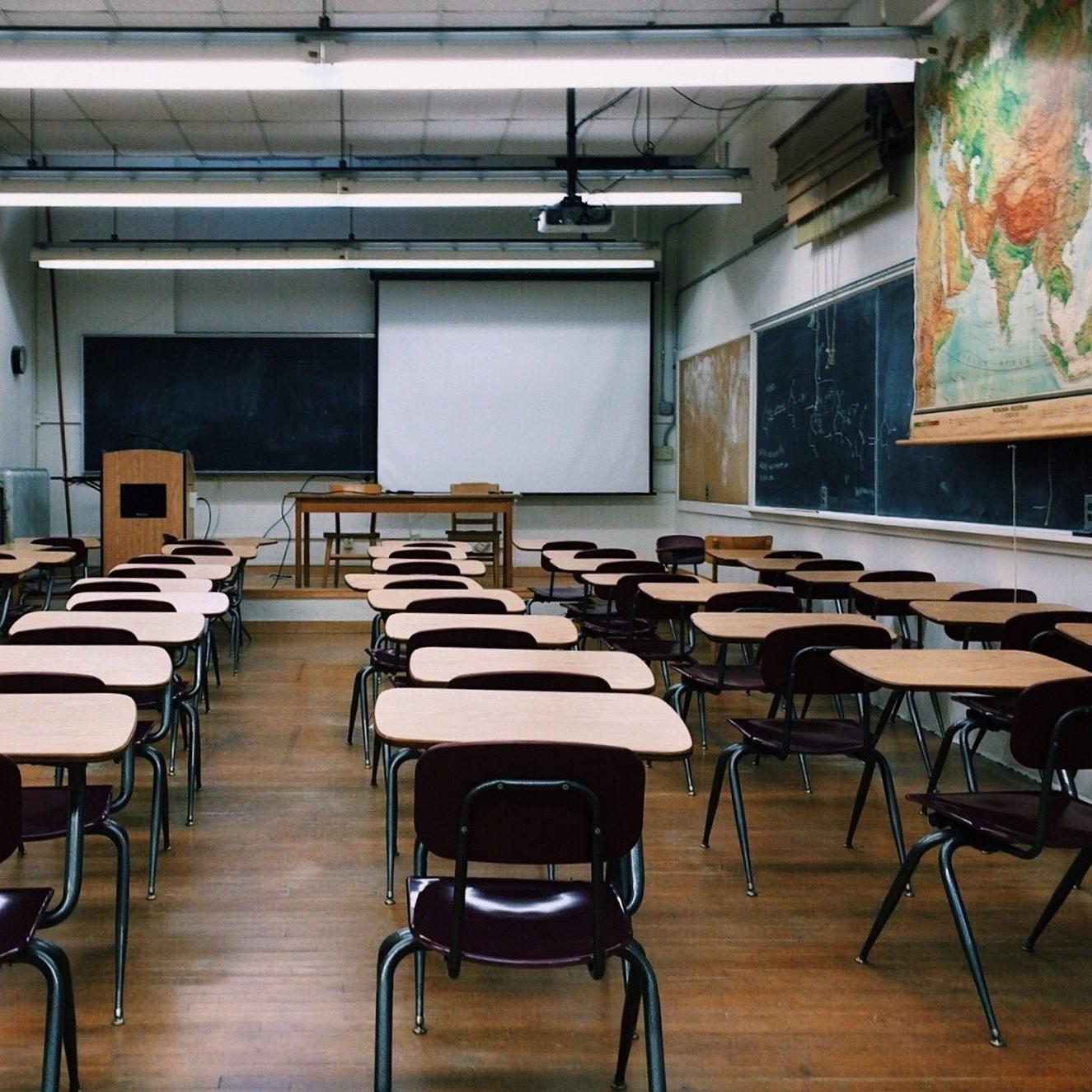 文科省の業務削減案は教員にとって新たな重石になりかねない