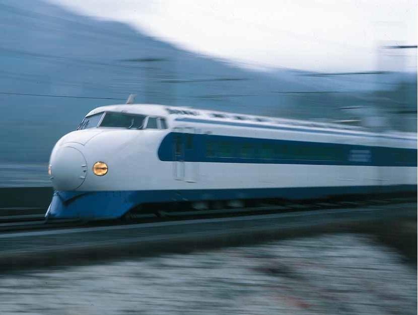 当時は画期的だった新幹線の冷水器と紙コップ