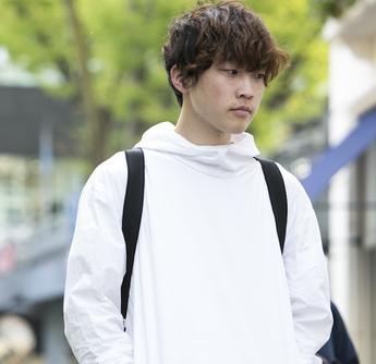 20歳・綾人「韓国ブランドの白フーディーは最近のお気に入り」【18-22 SNAP #040】