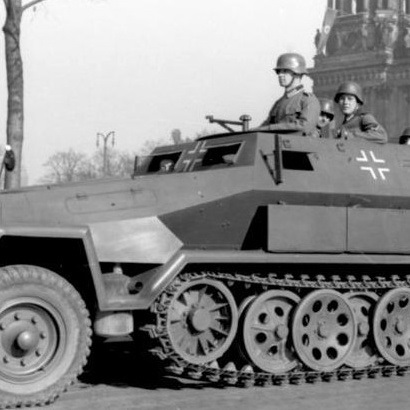 ドイツ装甲師団を支えた「鉄火場の装甲タクシー」の本命となった万能車Sd.Kfz.251