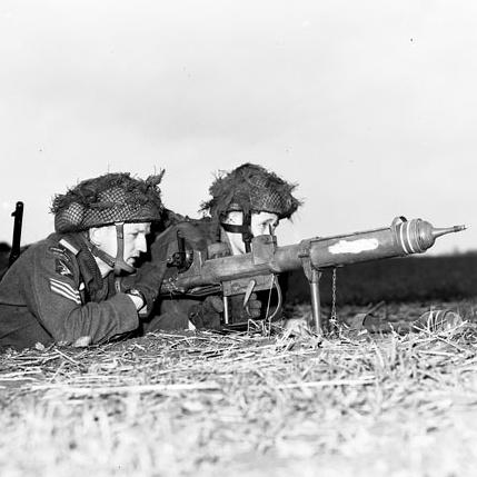 独特の構造を備えたイギリス生まれの歩兵携行対戦車火器PIAT