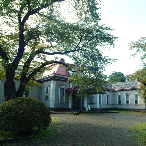弘前城の桜と師団の面影を歩く