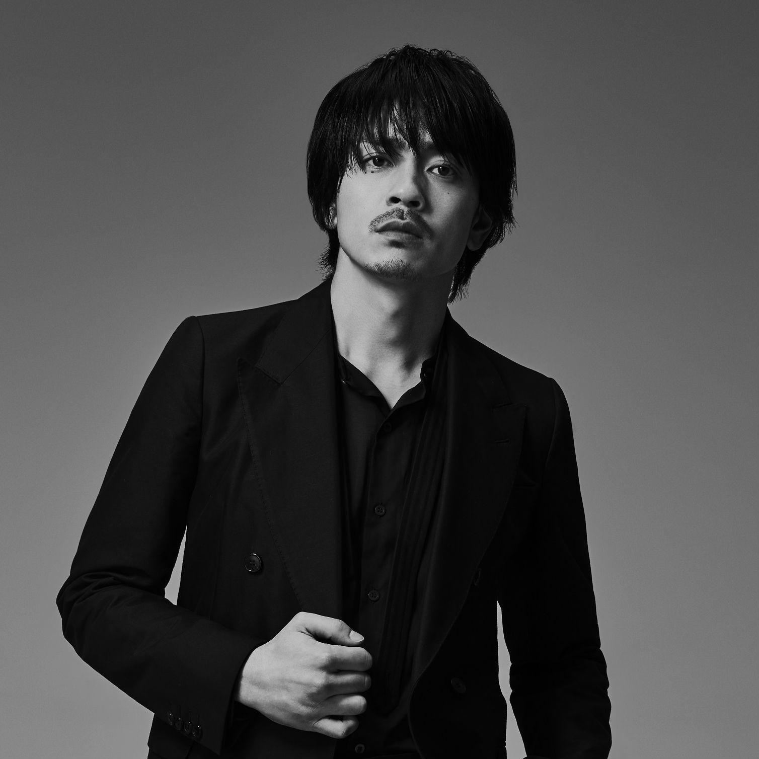 ワイルドでセクシーなオーラで<br />人気急上昇中の注目俳優・青柳翔が<br />2ndシングル『そんなんじゃない』発表