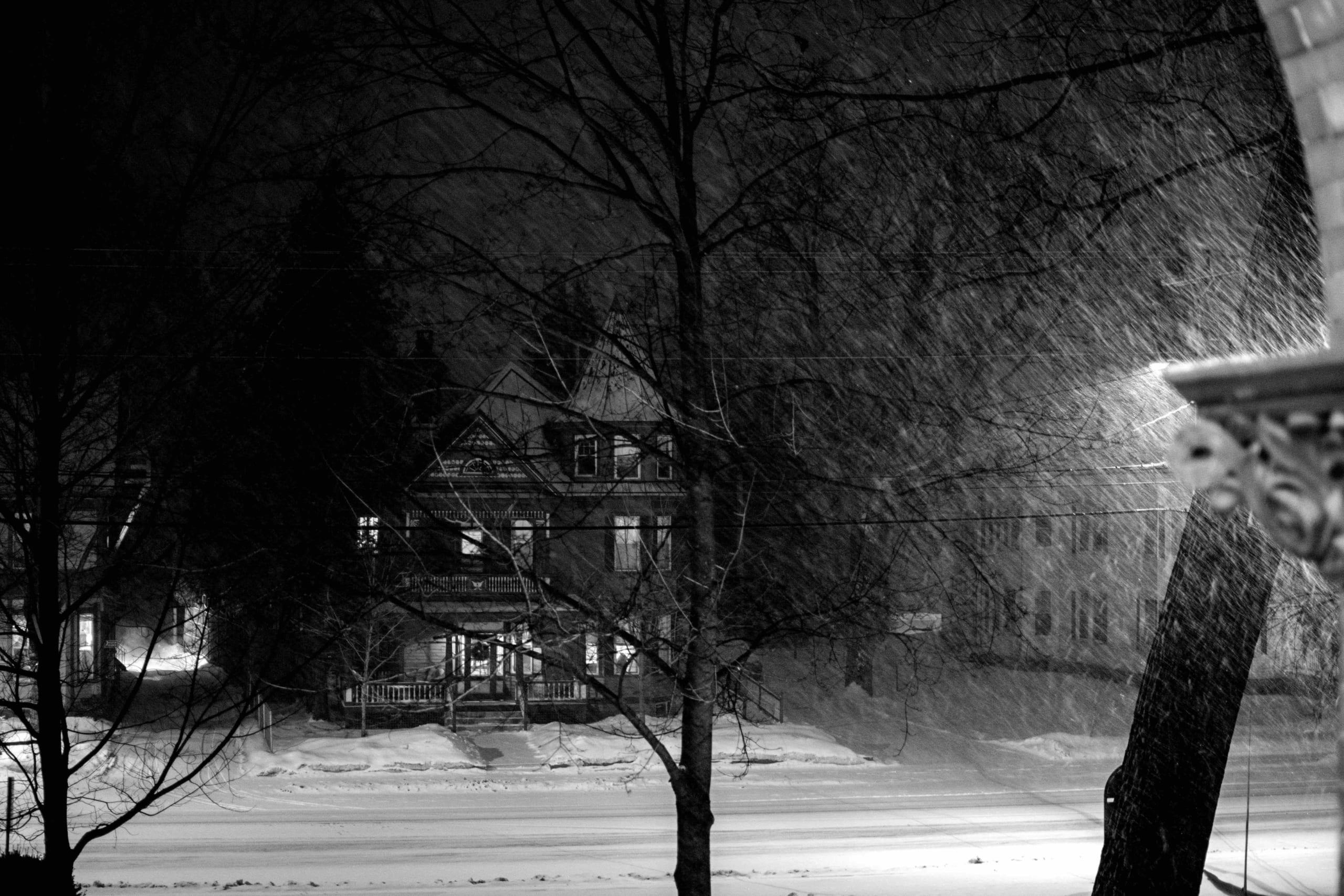 悲しみが漂う冬の怪談 ー雪とともに訪れるものたちー