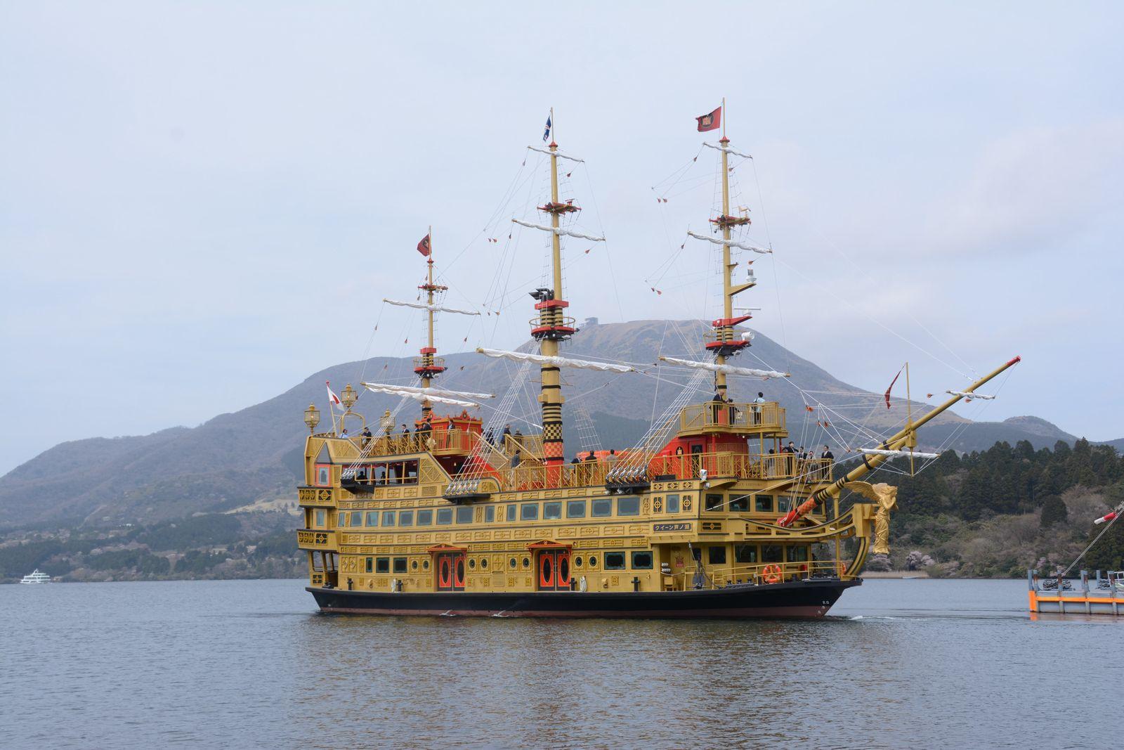 箱根芦ノ湖の新型海賊船とバラエティ豊かな鉄道乗り継ぎ旅