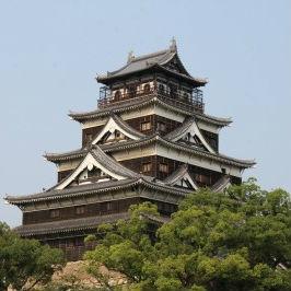 広島城と自撮り写真