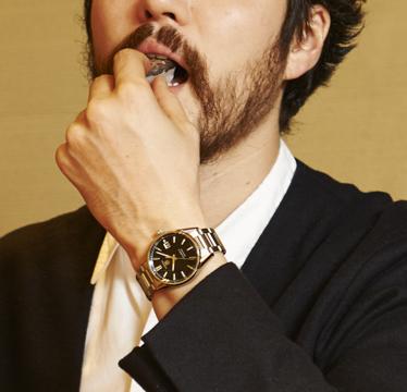 寿司屋にひとり、シルバーブレス時計で。【大人の時計作法入門(1)】