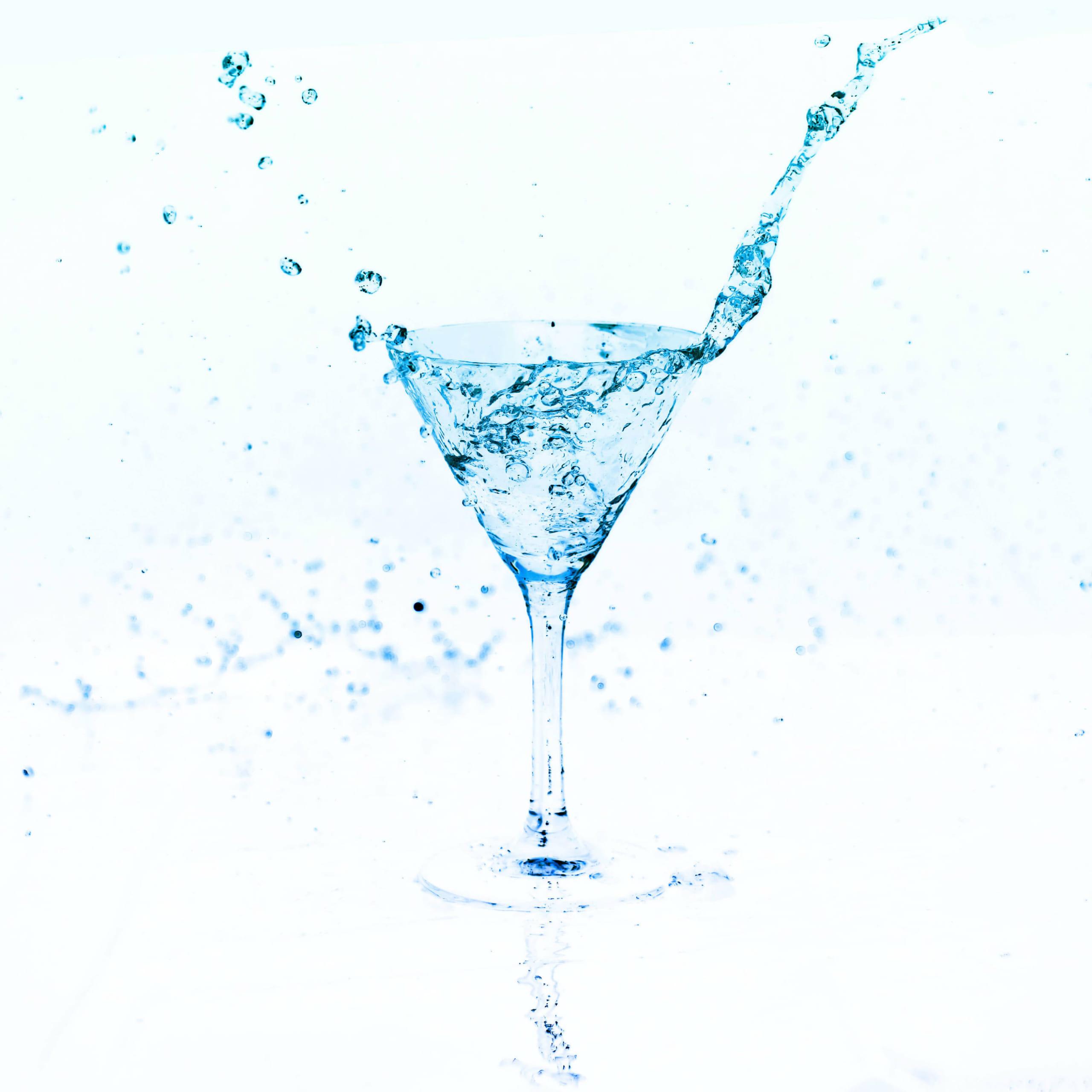 酒を満たした杯は、いつまでも手に持っていればこぼれる。