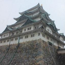 雪降る名古屋城を撮影