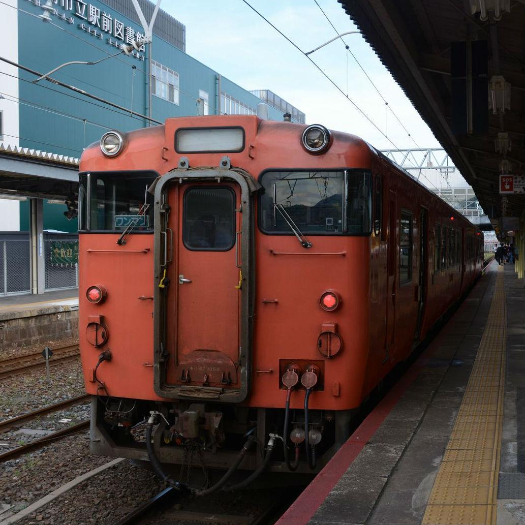 懐かしいタラコ色の車両。JR岩徳線ゆったりローカル旅