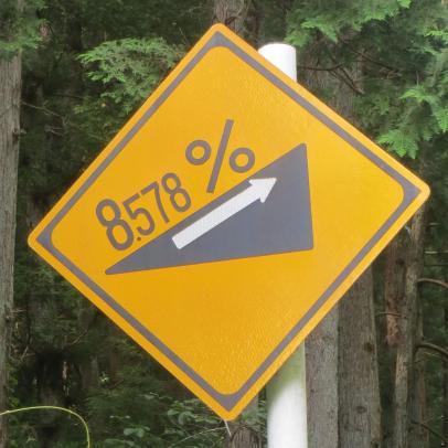 まるでスキー場……全国で一番きつい「急勾配あり」標識は恐怖の連続だった