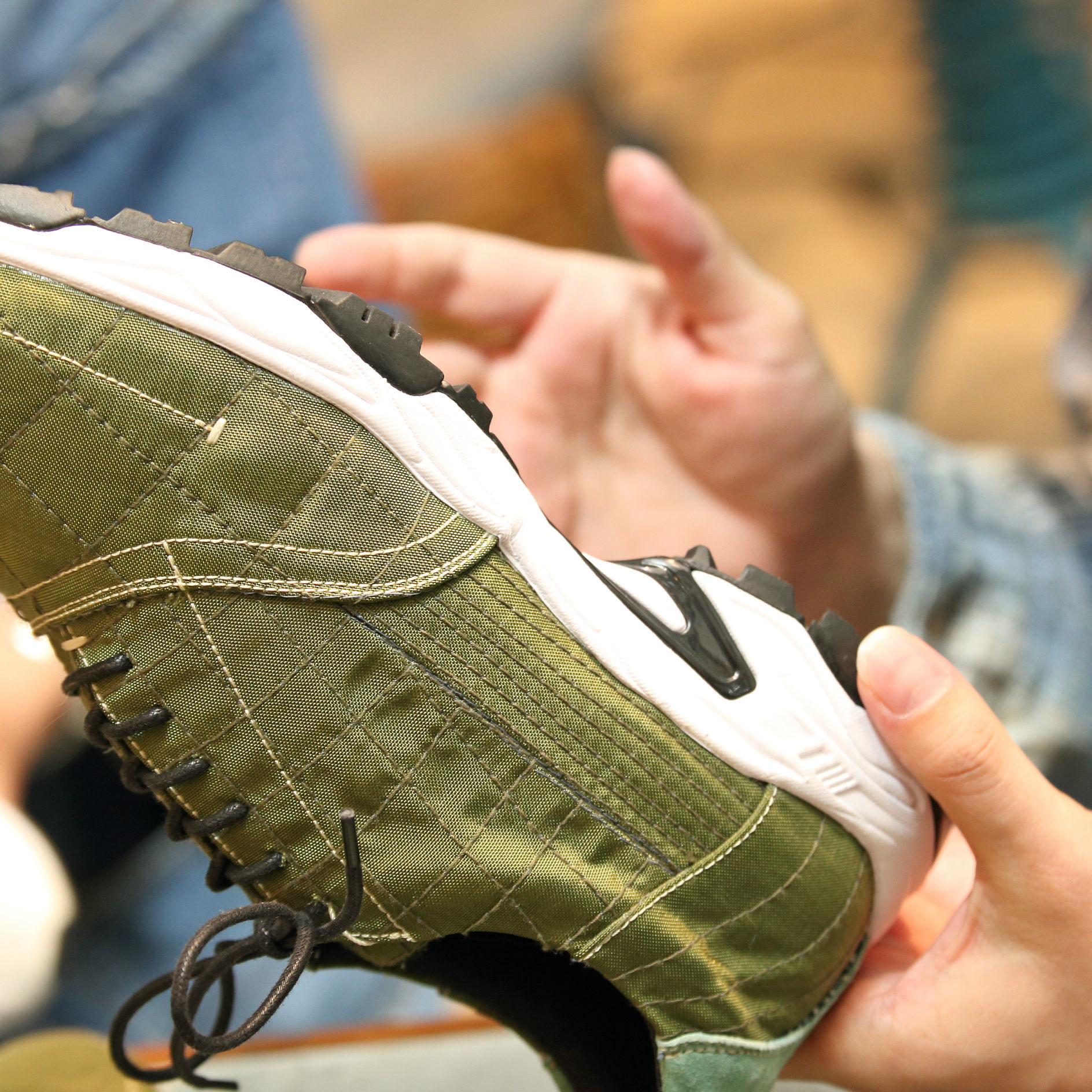 「裏返して見たくなる靴って、あまりないですよね」<br />〈ボナム〉の貴重なデッドストック生地を駆使したスニーカーのコト