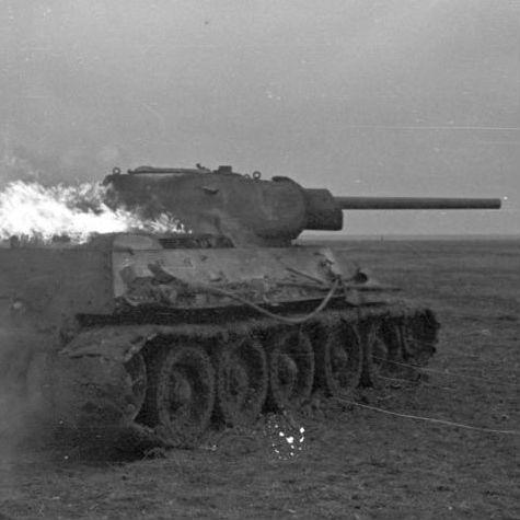ドイツ自慢の戦車が全く通用しない…ソ連軍の優秀な新型戦車「T-34」