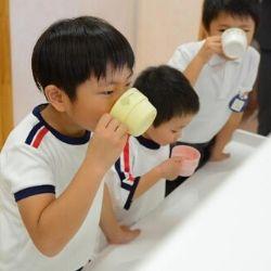 """「親子で""""紅茶習慣""""プロジェクト発足式」<br />リプトンが合計24,000個の紅茶を幼稚園に贈呈!<br />小児科医による""""冬の風邪予防""""をテーマにセミナーを開催"""
