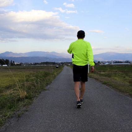 歩幅も腕の振りも変える必要ナシ! ウォーキングのシンプルな基本