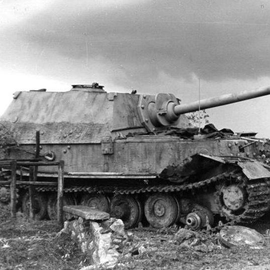 第二次大戦期ドイツの最先端戦車 ヘンシェル社とポルシェ社の競合で誕生