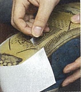 擦り減ったスニーカー靴底が復活する!技ありテクニック