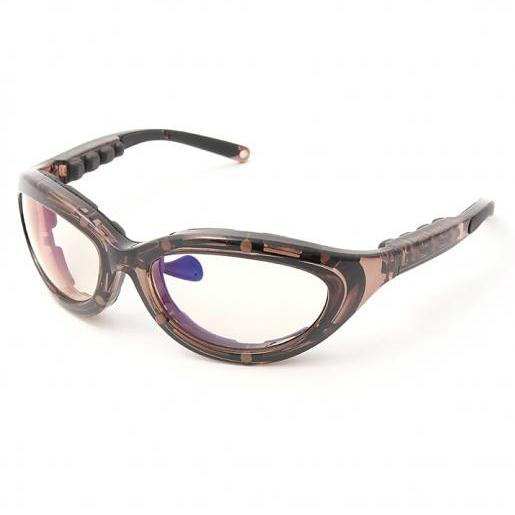 デジタル世代の僕たちのために!<br />聖林公司から疲労回復メガネが登場