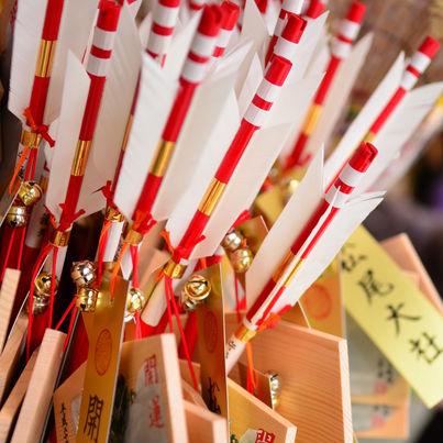 〈しきたりクイズ〉初詣でお参りする神社や寺院は何か所が良いか?