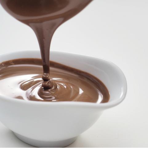 栽培から始めたカカオをボンボン・ショコラに