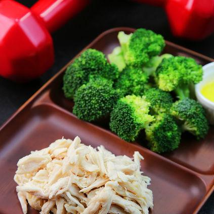 糖質制限ダイエットは筋肉の成長を妨げる!?<br />「タンパク質」+「糖質」の食事を積極的に摂るタイミング