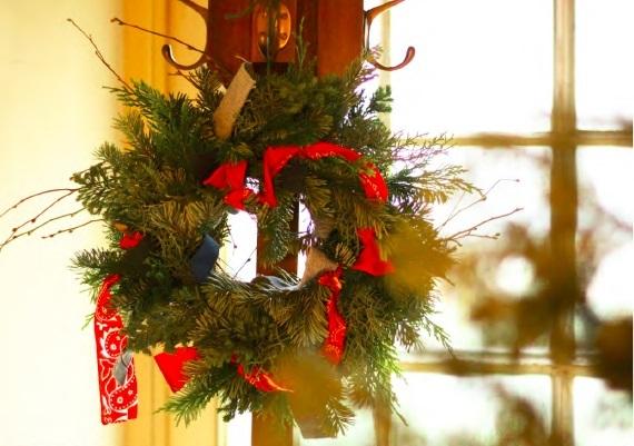 今年のクリスマスリースは<br />ヴィンテージファブリックと生花で手作り!