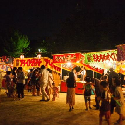 夏祭りの出店のメニューには、実は地域性がある――関東人が知らない「はしまき」ってどんな食べ物?
