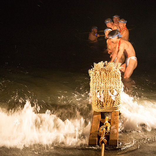 神奈川県大磯町「大磯の左義長」(さぎちょう)<br />素朴な民間信仰と盛大な道祖神の火祭り