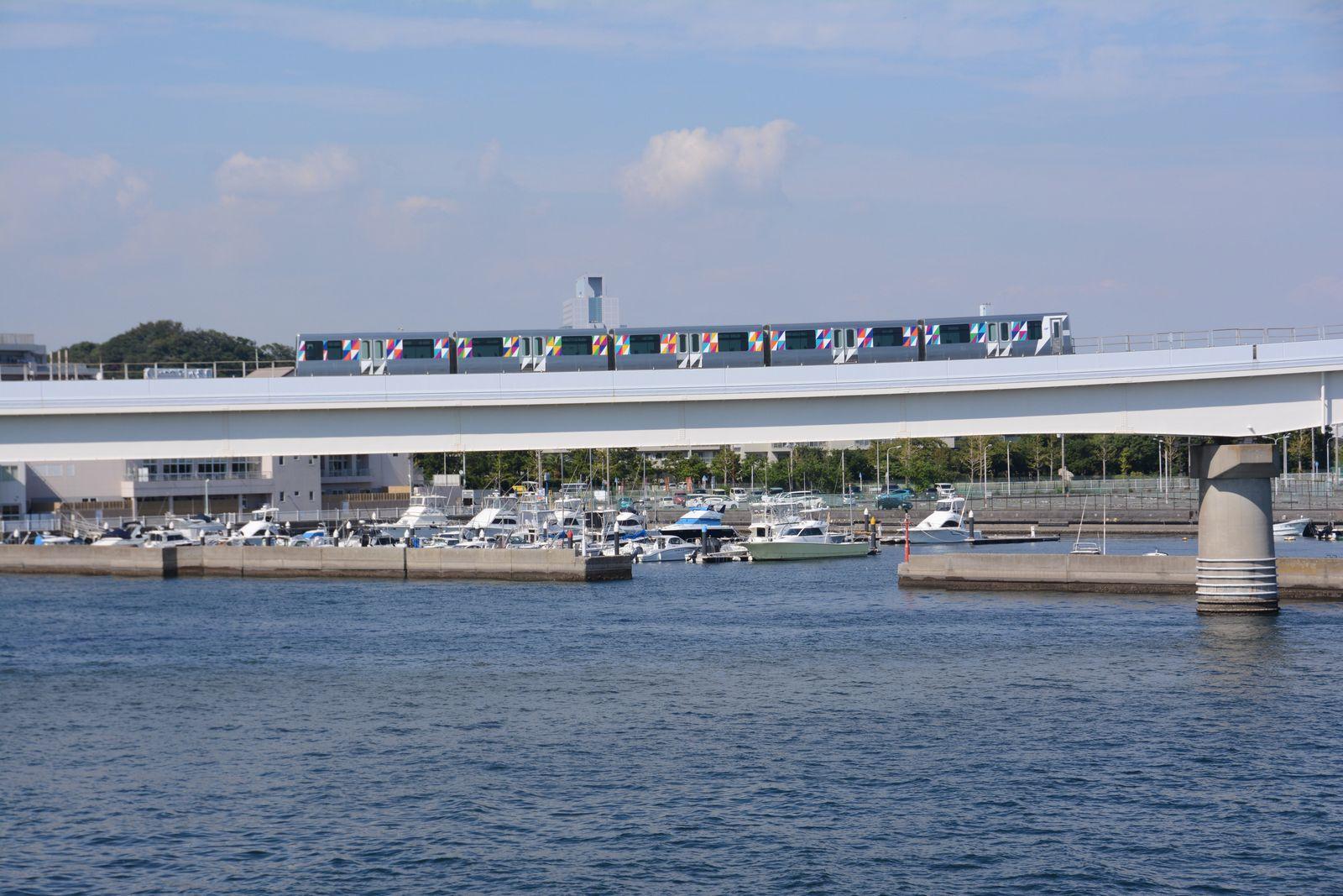 横浜シーサイドライン途中下車の旅