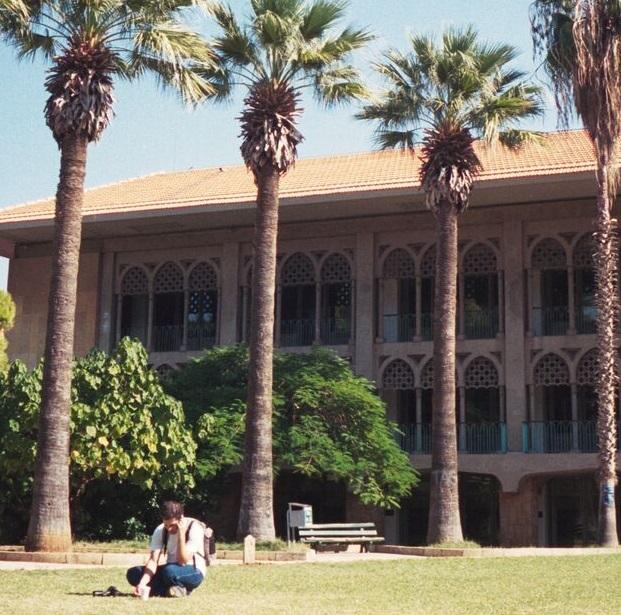 レバノンきっての名門大学。卒業生の進路から透ける、この国のモザイク模様