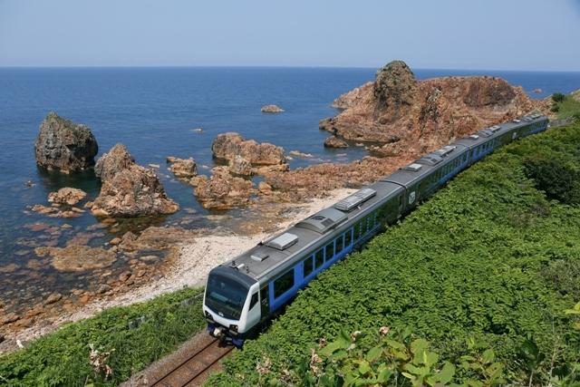 絶景マリンビューを堪能するならこの列車!