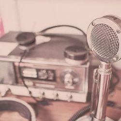 「自分のハガキが読まれた!」深夜ラジオに救われた不登校の夜<br /><br />