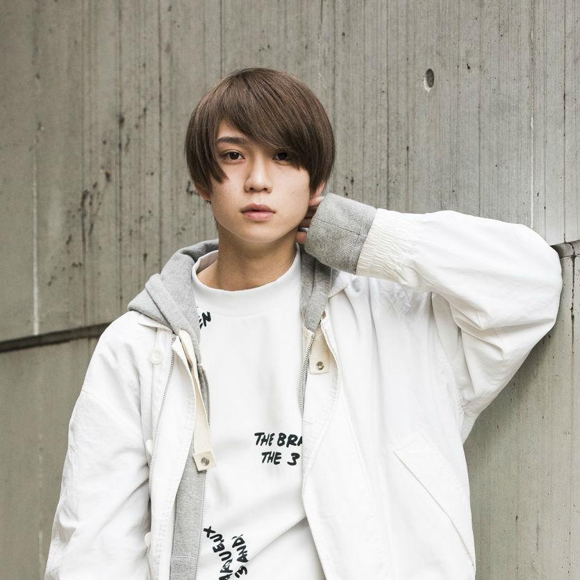 新世代BOYSグループ「XOX(キスハグキス)」<br />メンバー・木津つばさの6月向け私服コーデ拝見!