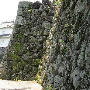 全国的にも珍しい武者走りが通行可能な府内城